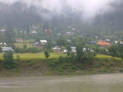 The scenic valley of Sharda